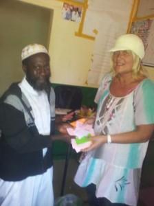Actividad de cooperación internacional en Gámbia de la academia de inglés Everywhere English